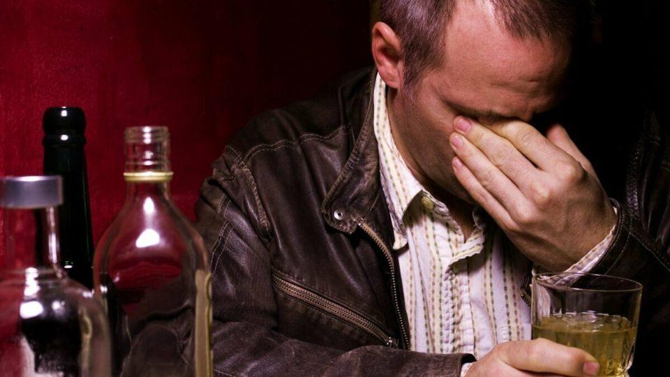 Что делать с человеком, который на фоне пьянства стал очень злым?