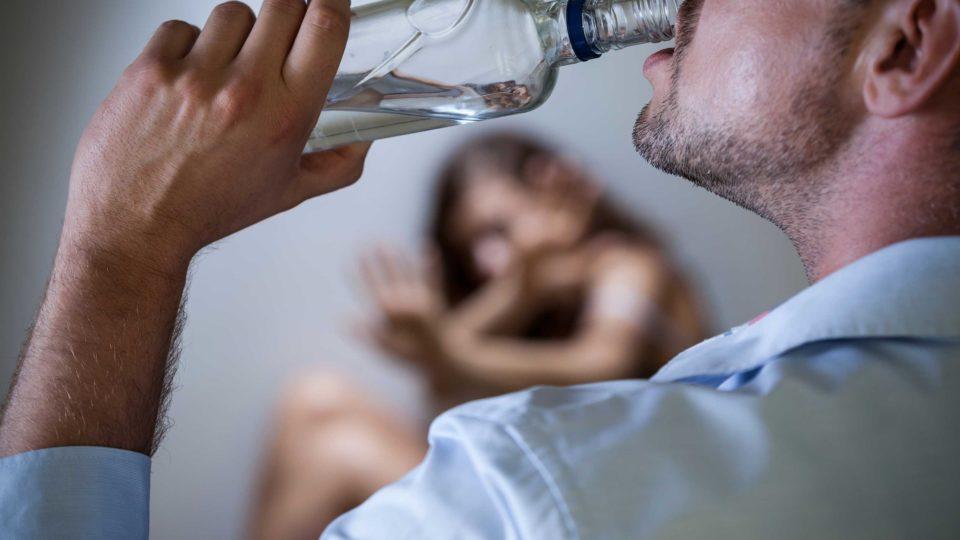 Функциональные алкоголики – кто они? Как их распознать и как помочь?