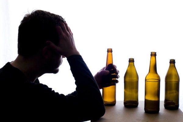 Алкоголизм: осуждать или жалеть алкоголика?