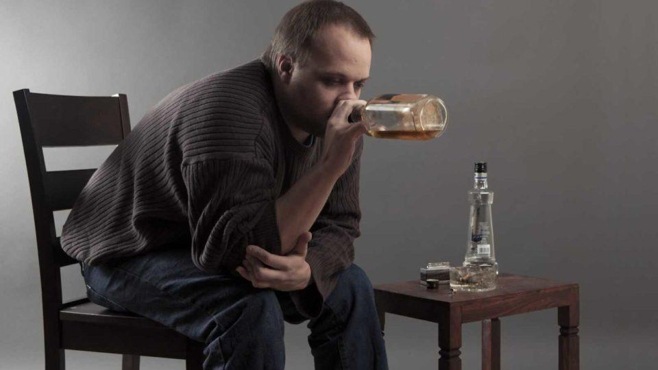 Старческий маразм на фоне алкоголизма. Выживет сильнейший?
